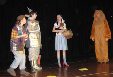 Did your high school ever do a production of The Wizard of Oz? This one is from the UK.